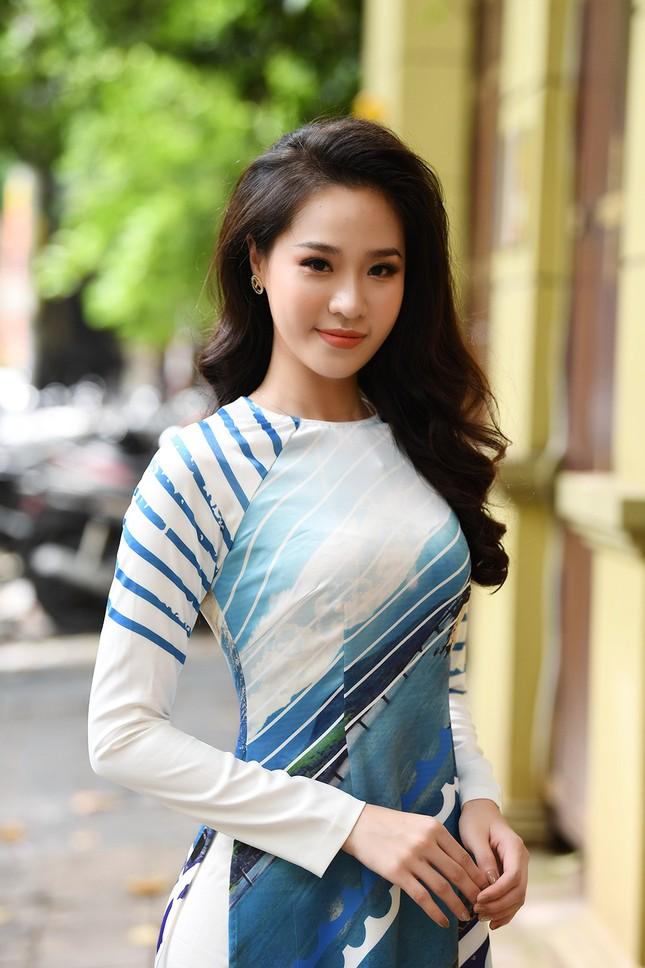 Ngọc Hân, Mỹ Linh và dàn người đẹp rạng rỡ khoe sắc với áo dài in hình biển đảo ảnh 7