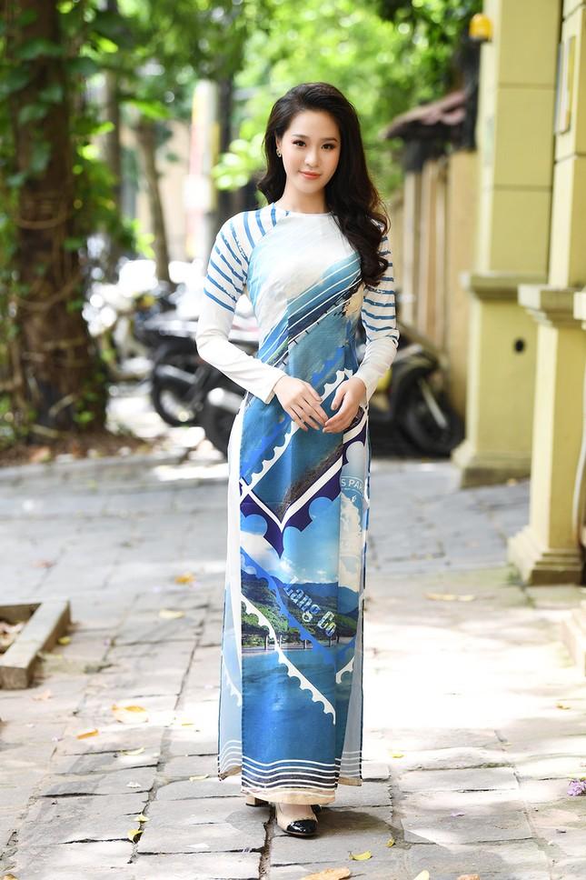 Ngọc Hân, Mỹ Linh và dàn người đẹp rạng rỡ khoe sắc với áo dài in hình biển đảo ảnh 8