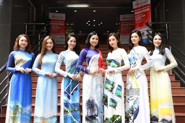 Ngọc Hân, Mỹ Linh và dàn người đẹp rạng rỡ khoe sắc với áo dài in hình biển đảo ảnh 1