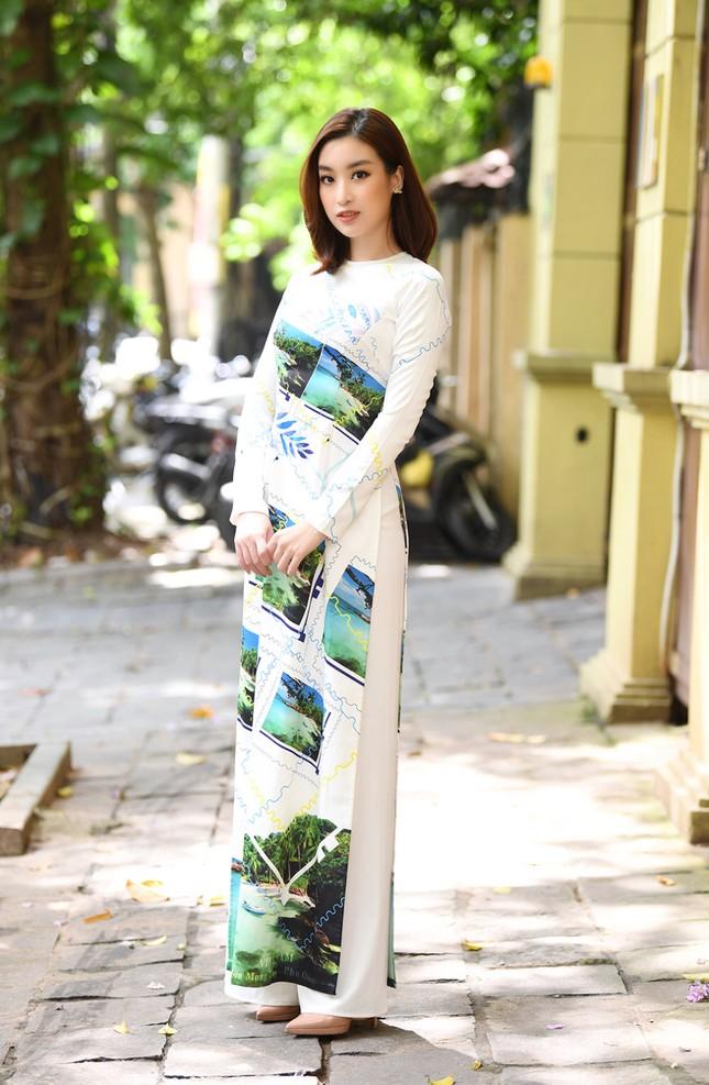 Ngọc Hân, Mỹ Linh và dàn người đẹp rạng rỡ khoe sắc với áo dài in hình biển đảo ảnh 4
