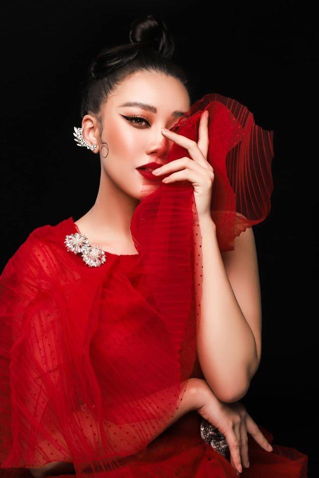 Mai Phương Thuý mặc váy trễ ngực sexy, hội ngộ dàn 'bông hậu' ở tiệc sinh nhật Tú Anh ảnh 9