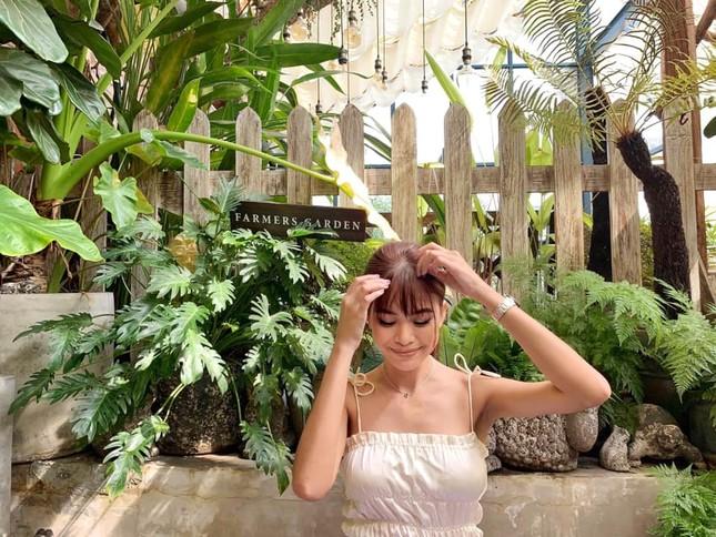 Mai Phương Thuý mặc váy trễ ngực sexy, hội ngộ dàn 'bông hậu' ở tiệc sinh nhật Tú Anh ảnh 14