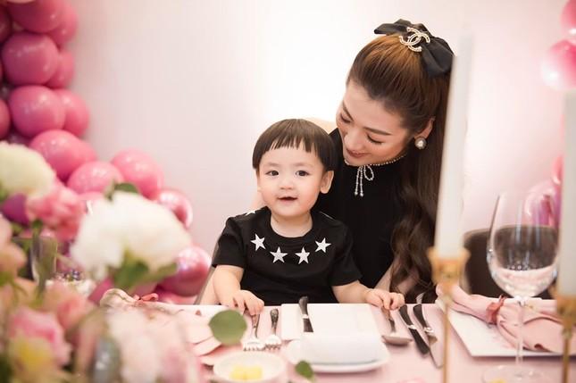 Hoa hậu Diễm Hương diện váy xẻ ngực sâu nóng bỏng ảnh 6