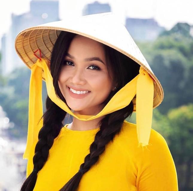 Hoa hậu Diễm Hương diện váy xẻ ngực sâu nóng bỏng ảnh 2