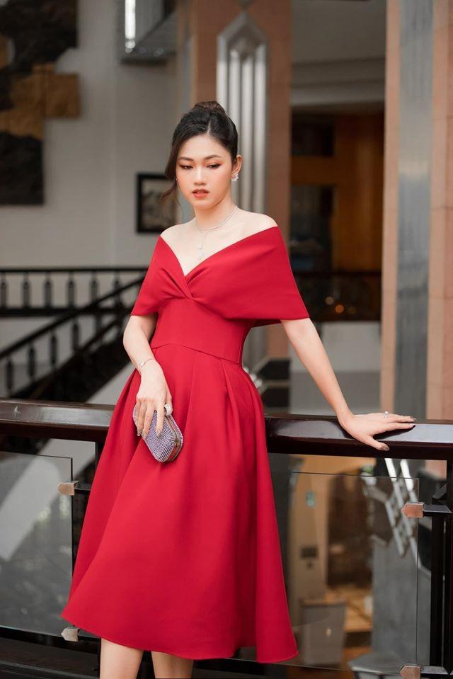 Hoa hậu Diễm Hương diện váy xẻ ngực sâu nóng bỏng ảnh 13
