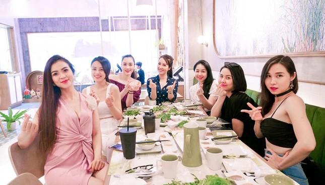 Hoa hậu Diễm Hương diện váy xẻ ngực sâu nóng bỏng ảnh 8