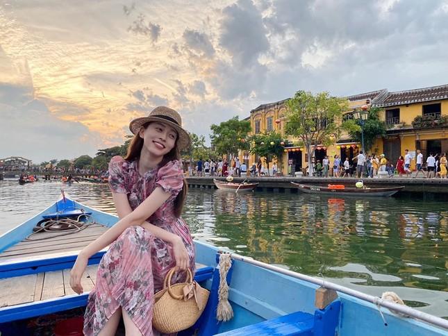 Hoa hậu Diễm Hương diện váy xẻ ngực sâu nóng bỏng ảnh 9