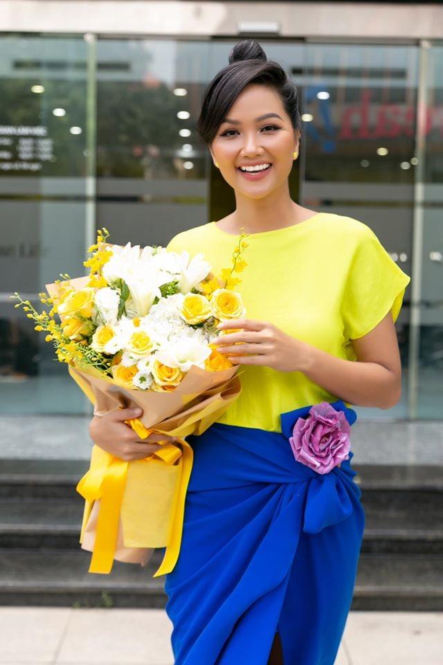 Mai Phương Thuý mặc váy cúp ngực sexy ảnh 4