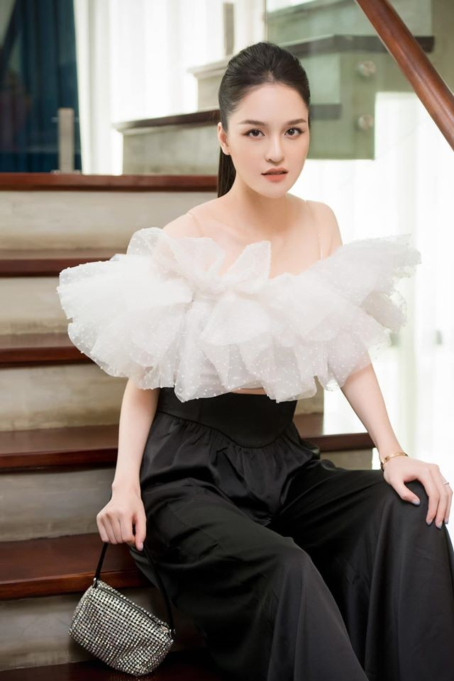 Mai Phương Thuý mặc váy cúp ngực sexy ảnh 6