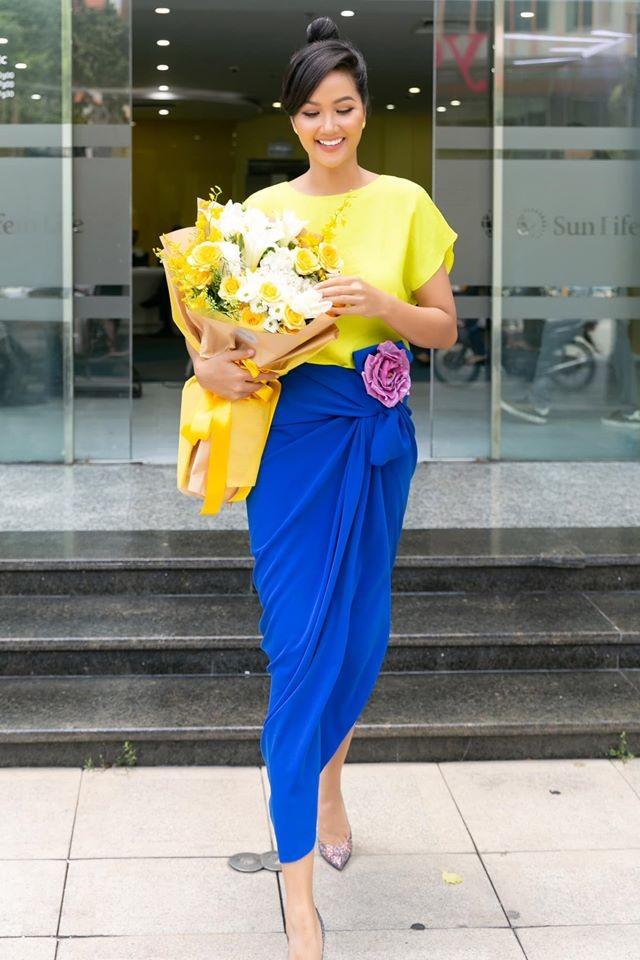 Mai Phương Thuý mặc váy cúp ngực sexy ảnh 3