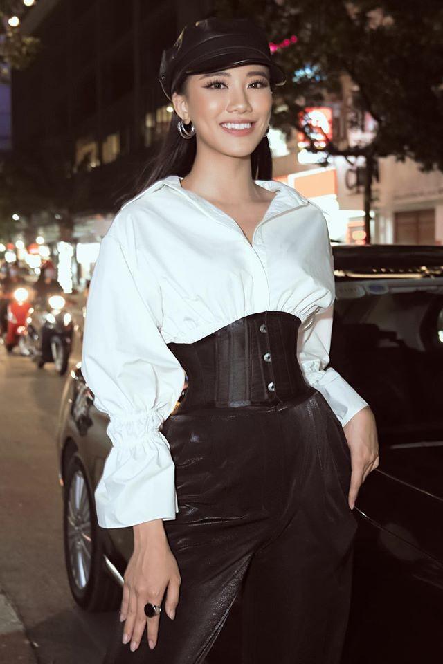 Hoa hậu Mỹ Linh liên tục tung ảnh bikini, khoe đường cong 'gây mê' ảnh 11
