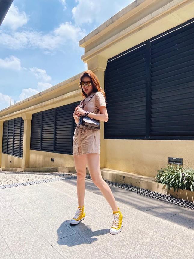 Hoa hậu Mỹ Linh liên tục tung ảnh bikini, khoe đường cong 'gây mê' ảnh 8