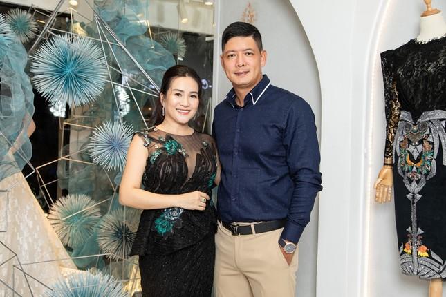 Hà Kiều Anh mặc váy khoét ngực gợi cảm, đọ sắc đàn em Tiểu Vy và Đỗ Mỹ Linh ảnh 9