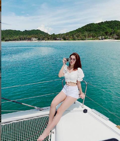 Hoa hậu Mỹ Linh liên tục tung ảnh bikini, khoe đường cong 'gây mê' ảnh 1