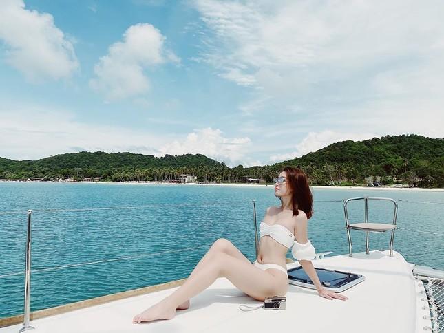 Mai Phương Thuý mặc 'kín mít' vẫn xinh đẹp, Lan Khuê nóng bỏng với áo tắm đơn sắc ảnh 9