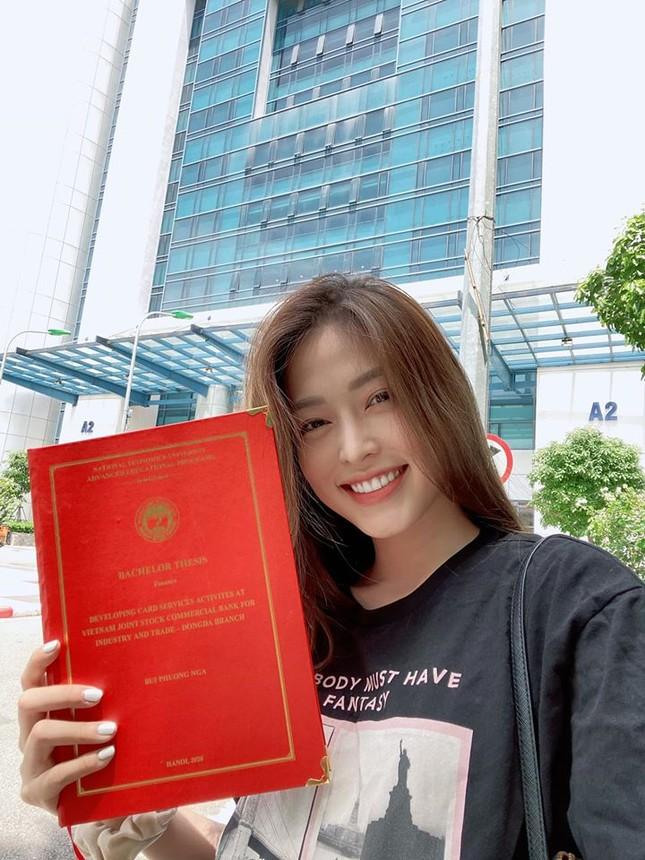 Mai Phương Thuý mặc 'kín mít' vẫn xinh đẹp, Lan Khuê nóng bỏng với áo tắm đơn sắc ảnh 11