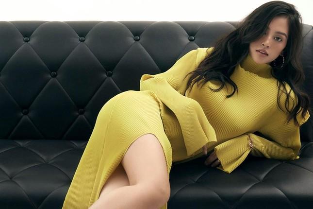 Mai Phương Thuý mặc 'kín mít' vẫn xinh đẹp, Lan Khuê nóng bỏng với áo tắm đơn sắc ảnh 7