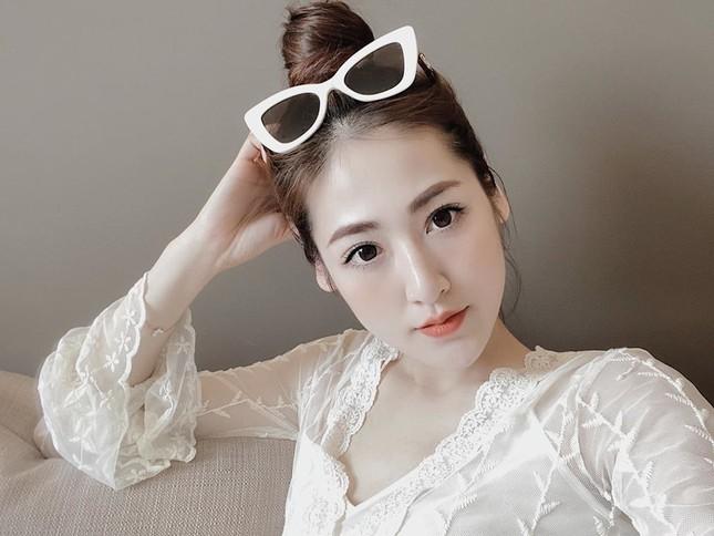Mai Phương Thuý mặc 'kín mít' vẫn xinh đẹp, Lan Khuê nóng bỏng với áo tắm đơn sắc ảnh 13