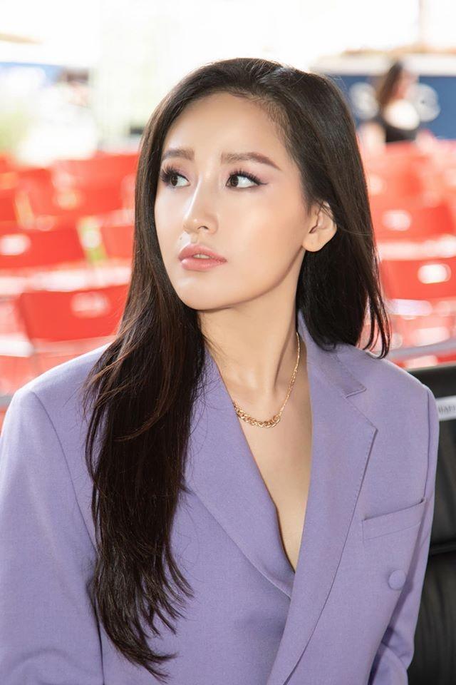Mai Phương Thuý mặc 'kín mít' vẫn xinh đẹp, Lan Khuê nóng bỏng với áo tắm đơn sắc ảnh 3
