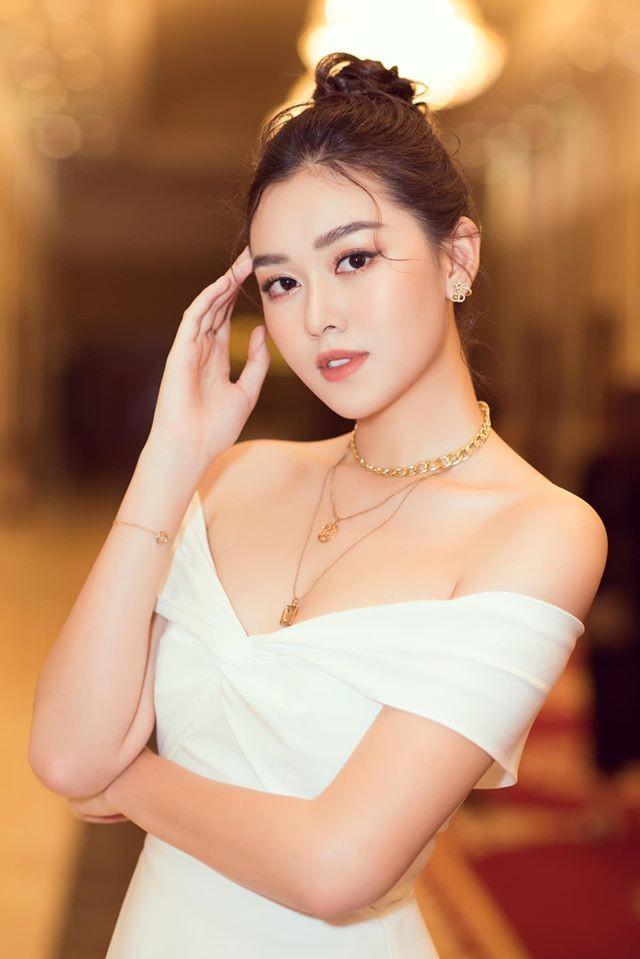 Tường San đẹp tựa 'thiên thần' với váy trắng tinh khiết, Diễm Hương nóng bỏng cùng áo tắm ảnh 2
