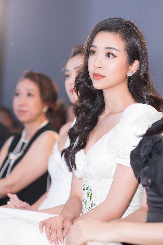 Tường San đẹp tựa 'thiên thần' với váy trắng tinh khiết, Diễm Hương nóng bỏng cùng áo tắm ảnh 7