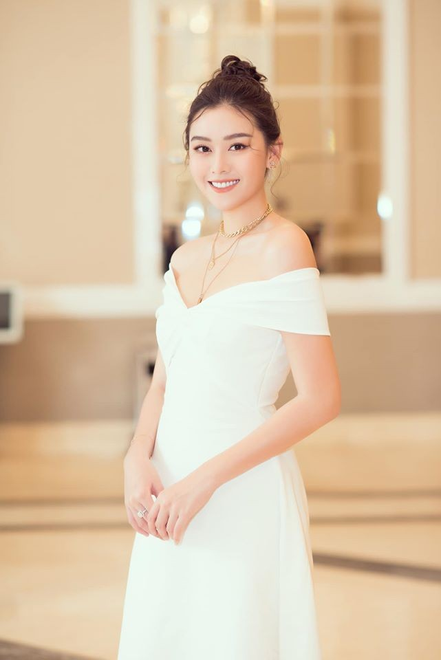 Tường San đẹp tựa 'thiên thần' với váy trắng tinh khiết, Diễm Hương nóng bỏng cùng áo tắm ảnh 3