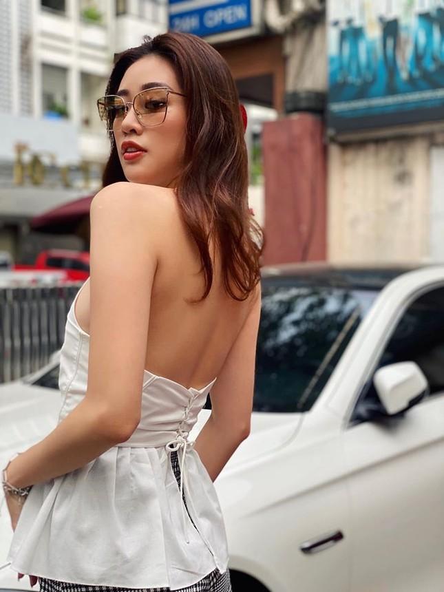 Võ Hoàng Yến-Mâu Thuỷ đọ chân dài 'cực phẩm', Tú Anh mặc áo cúp ngực gợi cảm ảnh 8