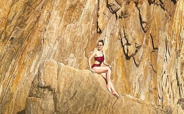 Hoa hậu Diễm Hương mặc áo tắm đỏ rực khoe đường cong uốn lượn nóng bỏng ảnh 3