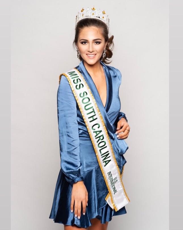 Ngắm đường cong sexy của người đẹp 19 tuổi đăng quang Hoa hậu Quốc tế Mỹ 2020 ảnh 6