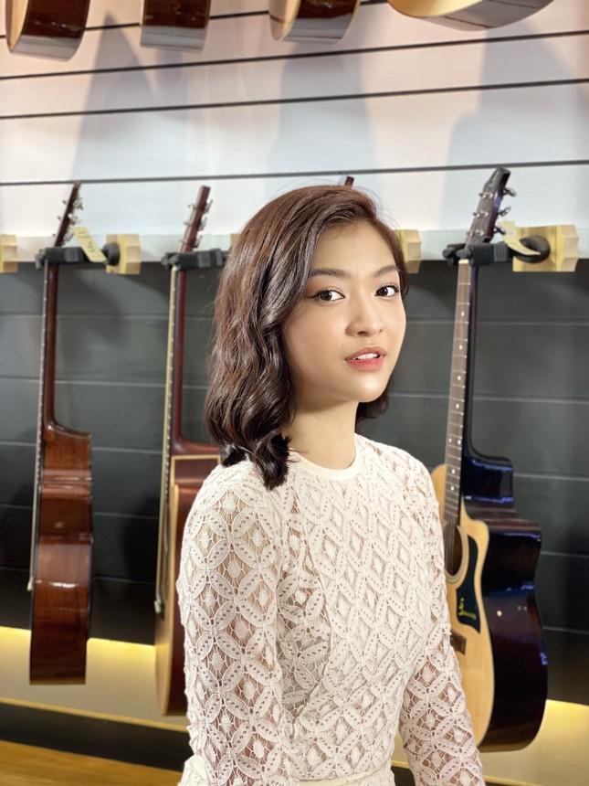 Á hậu Kiều Loan tái xuất làm MC, trổ tài ca hát bên 'trai đẹp' Thuận Nguyễn ảnh 4