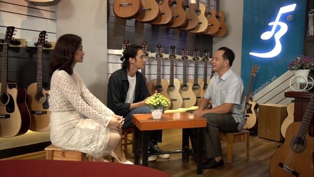 Á hậu Kiều Loan tái xuất làm MC, trổ tài ca hát bên 'trai đẹp' Thuận Nguyễn ảnh 7