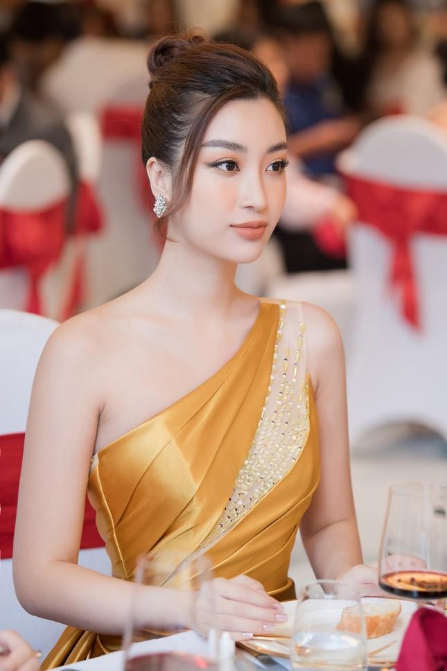 Dàn người đẹp trải nghiệm khách sạn 8 sao dát vàng tại Hà Nội ảnh 10