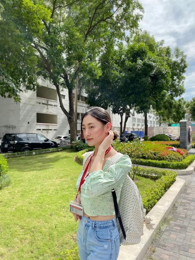 Mâu Thuỷ bốc lửa với bikini, Kim Duyên khoe eo thon táo bạo trên phố ảnh 5