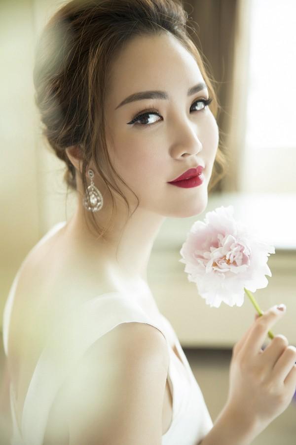 Á hậu Thuỵ Vân: Từ MC đình đám của VTV đến giám khảo Hoa hậu Việt Nam 2020 ảnh 1