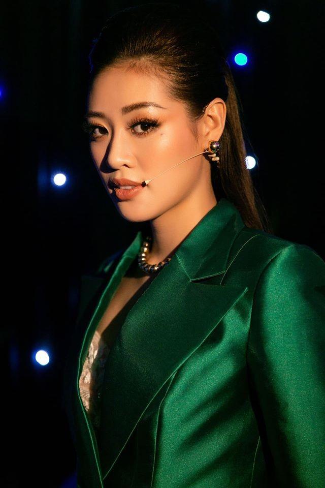 Võ Hoàng Yến mặc váy xẻ ngực gợi cảm, H'hen Niê khoe lưng trần với da nâu quyến rũ ảnh 13