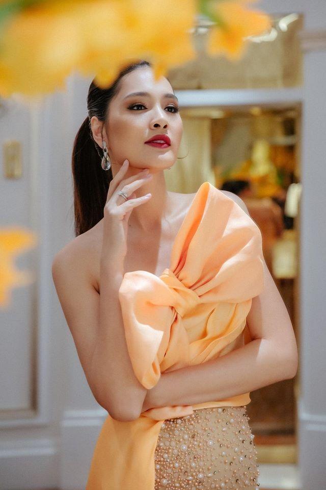 Võ Hoàng Yến mặc váy xẻ ngực gợi cảm, H'hen Niê khoe lưng trần với da nâu quyến rũ ảnh 6