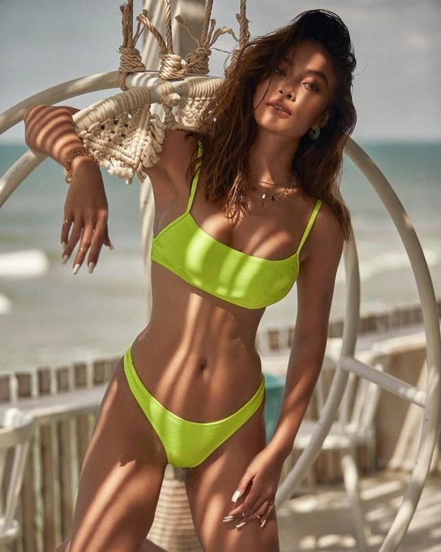 Mâu Thuỷ lại 'đốn tim' fans với loạt ảnh bikini khoe đường cong nóng bỏng trên biển ảnh 7