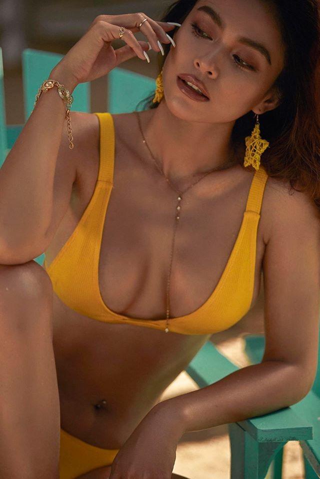 Mâu Thuỷ lại 'đốn tim' fans với loạt ảnh bikini khoe đường cong nóng bỏng trên biển ảnh 2
