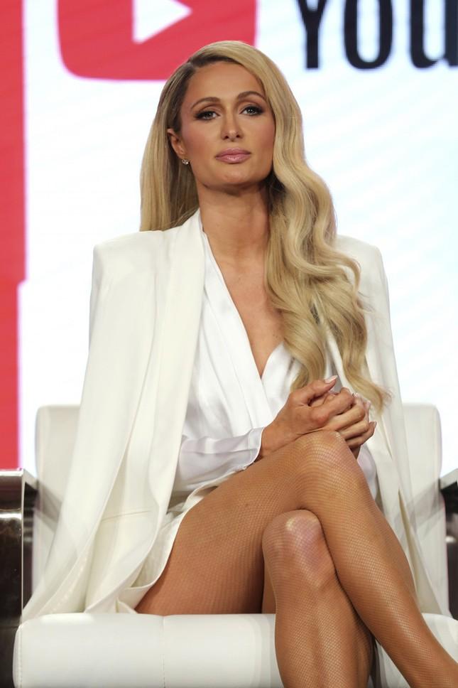 Paris Hilton hé lộ từng bị ngược đãi về tinh thần khi còn nhỏ trong phim tài liệu ảnh 1