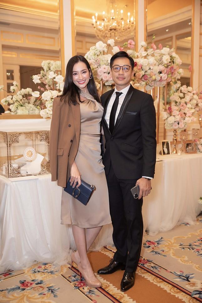 Tường Linh bất ngờ tái xuất, khoe vòng một gợi cảm dự đám cưới Thuý Vân ảnh 11