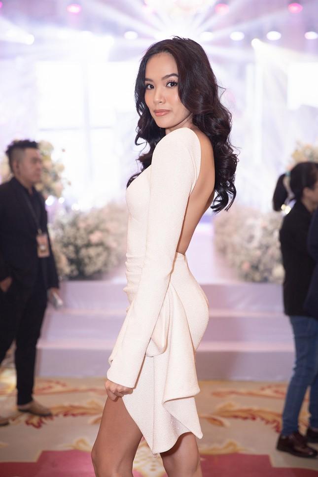 Tường Linh bất ngờ tái xuất, khoe vòng một gợi cảm dự đám cưới Thuý Vân ảnh 9
