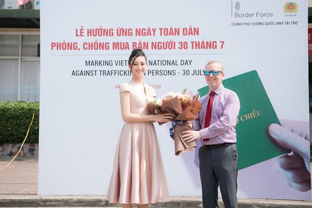 Lương Thuỳ Linh khoe sắc vóc 'thần tiên tỷ tỷ', diện váy kín đáo vẫn cực xinh đẹp ảnh 10