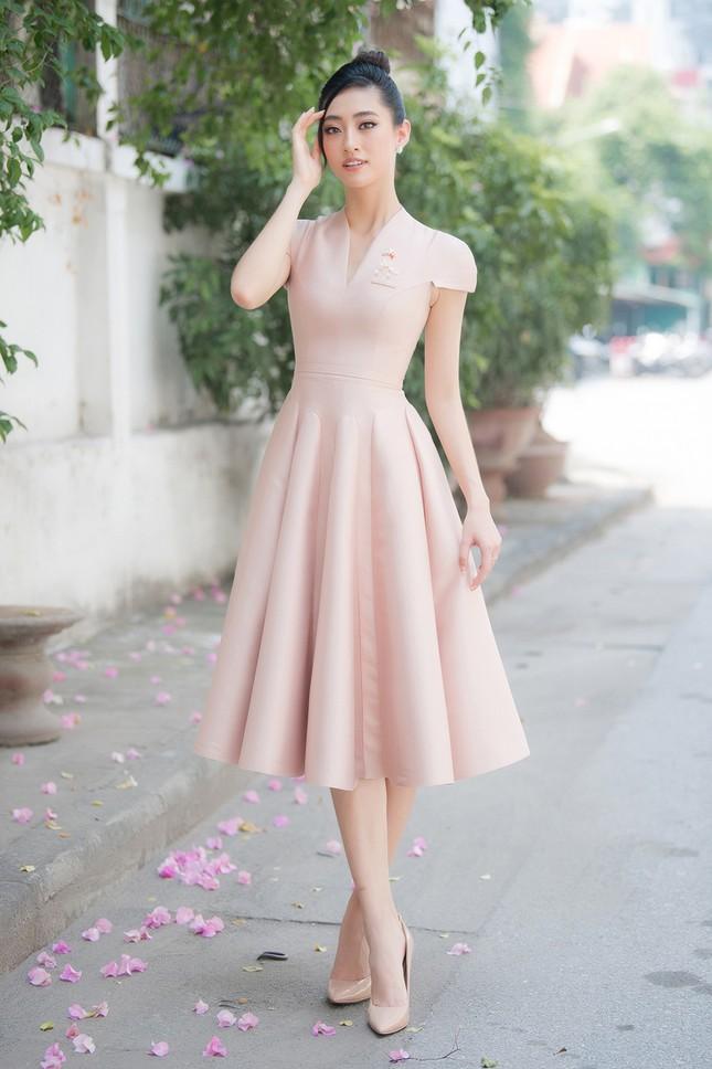 Lương Thuỳ Linh khoe sắc vóc 'thần tiên tỷ tỷ', diện váy kín đáo vẫn cực xinh đẹp ảnh 3