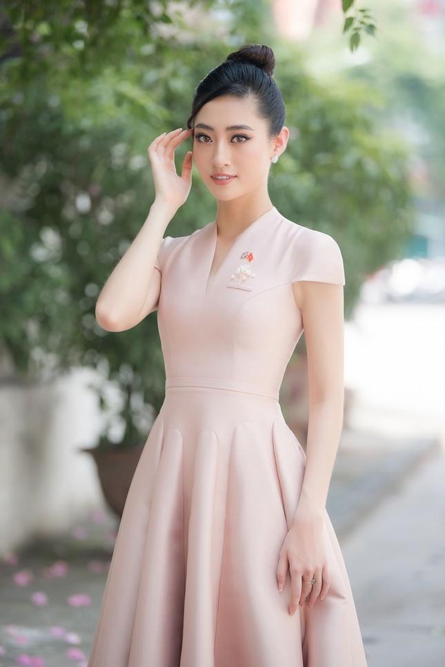 Lương Thuỳ Linh khoe sắc vóc 'thần tiên tỷ tỷ', diện váy kín đáo vẫn cực xinh đẹp ảnh 4