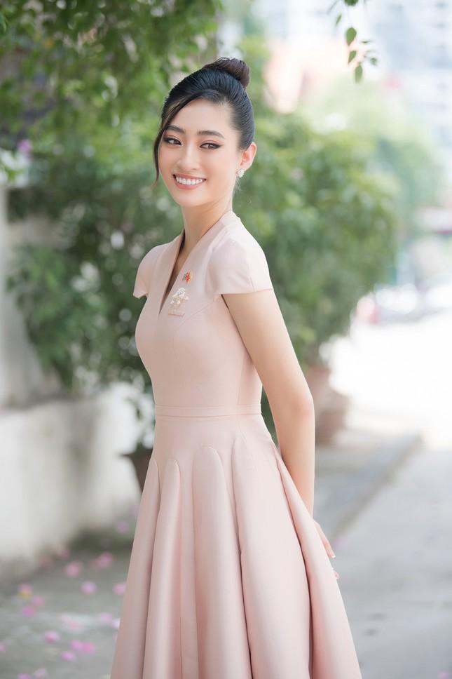 Lương Thuỳ Linh khoe sắc vóc 'thần tiên tỷ tỷ', diện váy kín đáo vẫn cực xinh đẹp ảnh 6
