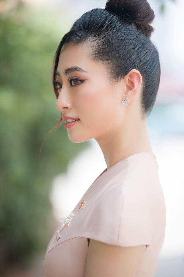 Lương Thuỳ Linh khoe sắc vóc 'thần tiên tỷ tỷ', diện váy kín đáo vẫn cực xinh đẹp ảnh 7