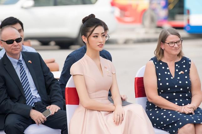Lương Thuỳ Linh khoe sắc vóc 'thần tiên tỷ tỷ', diện váy kín đáo vẫn cực xinh đẹp ảnh 9