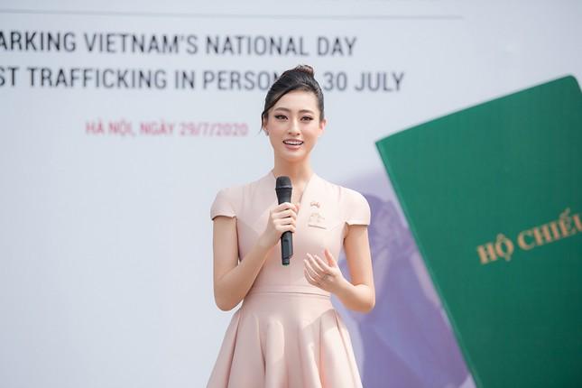 Lương Thuỳ Linh khoe sắc vóc 'thần tiên tỷ tỷ', diện váy kín đáo vẫn cực xinh đẹp ảnh 13