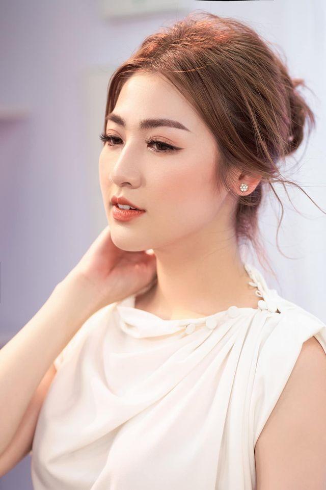 Võ Hoàng Yến hóa 'nữ thần' với váy xuyên thấu, Tiểu Vy diện váy cổ chữ V nóng bỏng ảnh 11