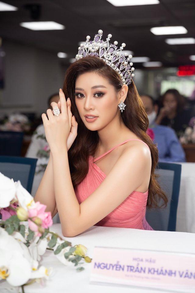 Võ Hoàng Yến hóa 'nữ thần' với váy xuyên thấu, Tiểu Vy diện váy cổ chữ V nóng bỏng ảnh 10